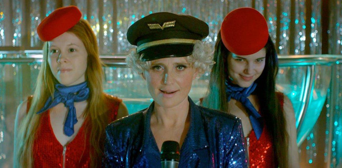thelure-musicalnumber-stewardesses